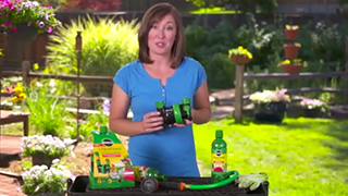 How to Use the Miracle-Gro® LiquaFeed® Universal Feeder to Grow a Lush, Beautiful Garden