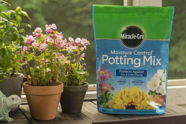Miracle-Gro® Moisture Control® Potting Mix Bag